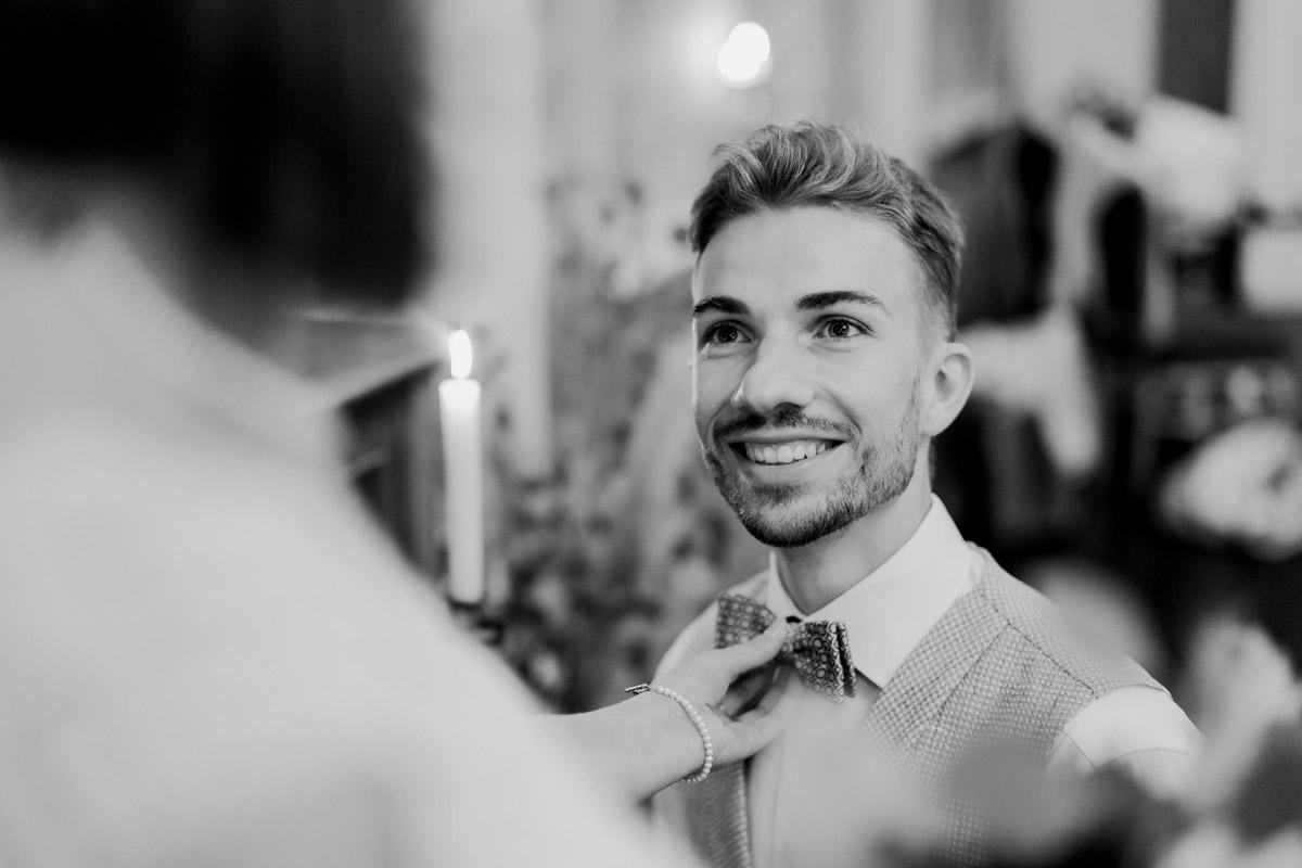 natürliche Hochzeitsfotos - Standesamt Hochzeitsfotograf Berlin im Rathaus Spandau und im Ballsaal Studio auf Hochzeit zu zweit im Winter © www.hochzeitslicht.de #hochzeitslicht