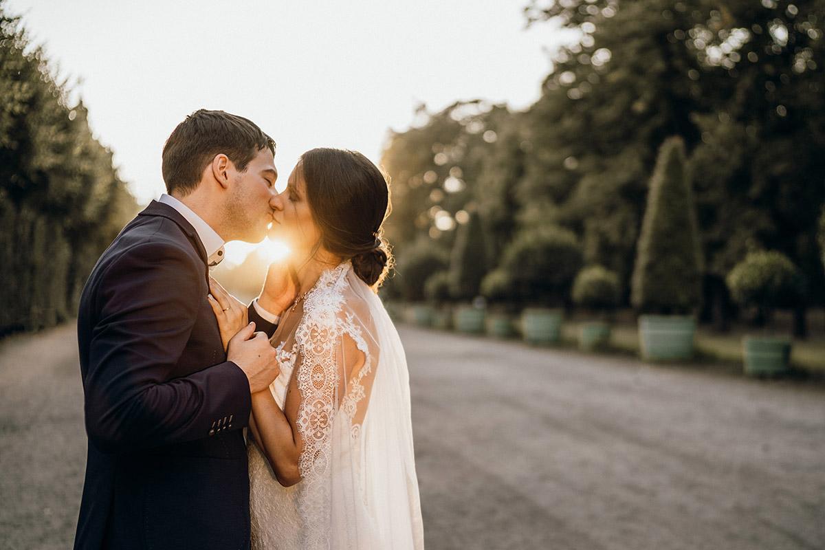 Idee Fotoshooting Hochzeitspaar Sonnenuntergang - Villa Kogge Standesamt Schmargendorf Hochzeit von Hochzeitsfotograf Berlin © www.hochzeitslicht.de #hochzeitslicht