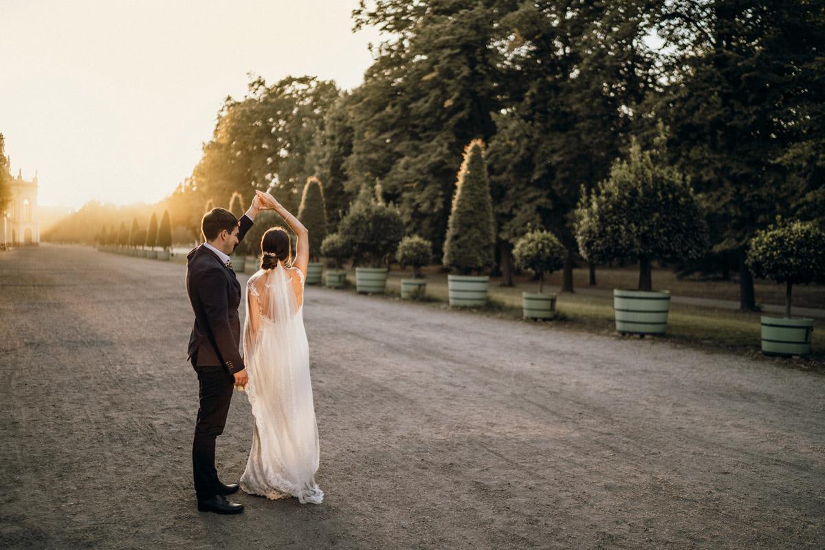 Idee Posieren Hochzeitsfotos natürlich Tanzen - Villa Kogge Standesamt Schmargendorf Hochzeit von Hochzeitsfotograf Berlin © www.hochzeitslicht.de #hochzeitslicht