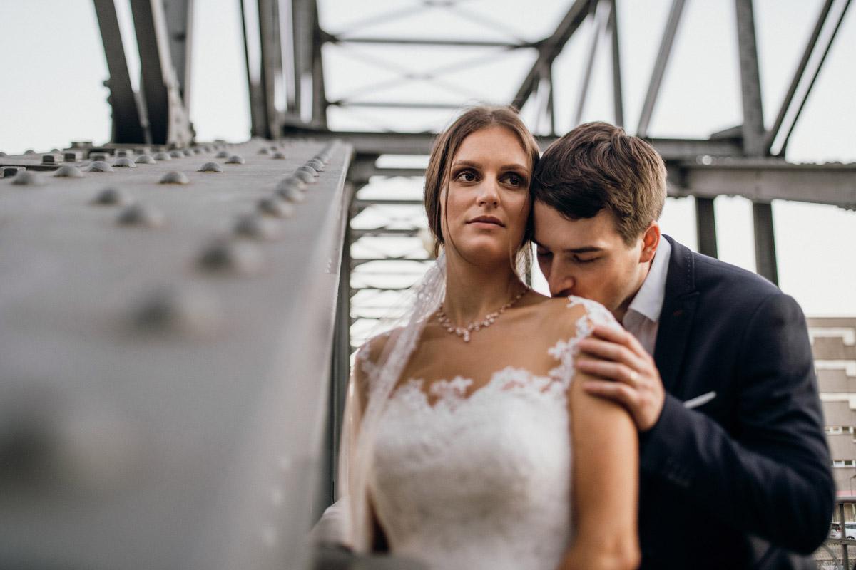 Idee Pose Hochzeitspaar Fotos - Villa Kogge Standesamt Schmargendorf Hochzeit von Hochzeitsfotograf Berlin © www.hochzeitslicht.de #hochzeitslicht