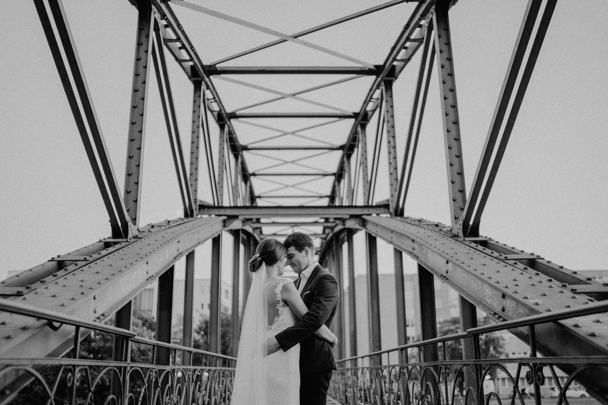 Paarfotoshooting Hochzeit Brücke - Villa Kogge Standesamt Schmargendorf Hochzeit von Hochzeitsfotograf Berlin © www.hochzeitslicht.de #hochzeitslicht